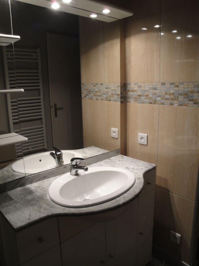 Réintégration du meuble lavabo existant